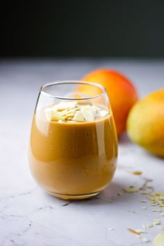 A deliciously thick, creamy chocolate mango smoothie. Made with fresh, ripe mangoes, hot chocolate mix, vanilla and milk. A super quick 5 minute, healthy breakfast. Fruit Recipes, Brunch Recipes, Breakfast Recipes, Snack Recipes, Breakfast Ideas, Diet Recipes, Healthy Recipes, Chocolate Smoothie Recipes, Healthy Chocolate