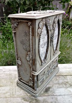 How To Choose Your Jewelry Armoire Shabby Chic Jewellery Box, Jewellery Boxes, Vintage Jewellery, Large Jewelry Box, Wooden Jewelry, Diy Jewelry, Jewelry Box Makeover, Stylish Jewelry, Vintage Shabby Chic