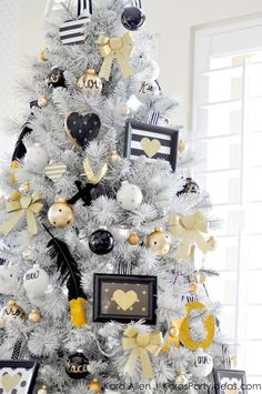 Gold, Black and White striped polka dot Modern Holiday Christmas Tree by Kara Allen | KarasPartyIdeas.com for Michaels | Dream Tree Challenge 2014 #MichaelsMakers #TagATree #DreamTreeChallenge (12)