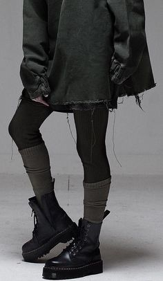 streetwear grunge Alternative fashion and inspiration Fashion Mode, Dark Fashion, Gothic Fashion, Fashion Outfits, Modern Grunge Fashion, Black Aesthetic Fashion, Grunge Fashion Winter, Fashion Vest, Witch Fashion