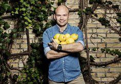Jesper Vollmer er kok og har blandt andet været med i DR-programmet 'Spis og Spar'.Find alle hans lækre opskrifter her.
