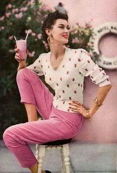 Mode Vintage, Vintage Vogue, Vintage Glamour, Vintage Beauty, 1960s Fashion, Fashion 101, Preppy Girl, She Is Clothed, Vintage Fashion Photography