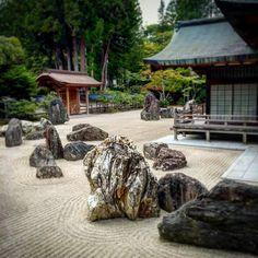 #japan #wakayama #koyasan #japanesegarden #kongobuji #stonegarden #高野山 #金剛峯寺 #石庭 日本最大面積の石庭だそうです。 The largest stone garden in Japan.