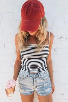 Image about girl in Style by inspiration on We Heart It Bones Tumblr, Photos Tumblr, Tumblr Photography, Foto Pose, Girl Inspiration, Tumblr Girls, Girl Photos, Girl Fashion, 90s Fashion