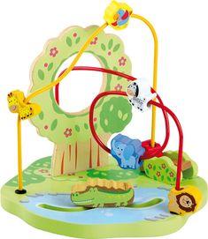 Beweeg deze gekleurde dieren door de jungle. De krokodil beweegt door het water en de andere dieren bewegen over de wipwap. Door deze kralenframe jungle wordt de motoriek van kinderen gestimuleerd en ze hebben gegarandeerd lange tijd speelplezier.  Afmetingen: 25cm x 25cm x 23cm   - Base Toys Houten kralenframe Jungle