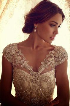 femenino vestido de novia con detalles de encaje bordado