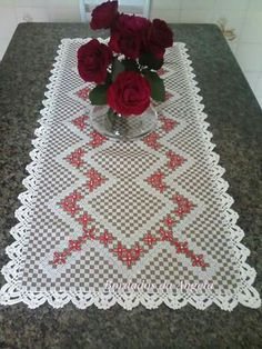 *** Broderie suisse Hobbies And Crafts, Diy And Crafts, Hand Crafts, Bordado Tipo Chicken Scratch, Chicken Scratch Embroidery, Crochet Tablecloth, Bargello, Hand Embroidery, Cross Stitch