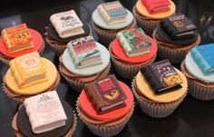 More Book Cupcakes Kitchen Pretty Cakes, Beautiful Cakes, Amazing Cakes, Cupcake Recipes, Dessert Recipes, Cupcake Ideas, Hamilton Cakes, Book Cupcakes, Baking Cupcakes