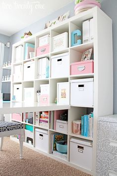 Awesome girly home office/craft room makeover. Home Office Organization, Office Storage, Organization Ideas, Storage Ideas, Organized Office, Storage Boxes, Office Decor, Office Walls, Filing Cabinet Organization