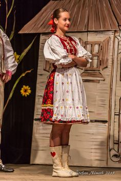 Slovenska Lupca Ethnic Clothes, Ethnic Outfits, Folk Costume, Costumes, Amazing People, Traditional Dresses, Roots, Culture, Women