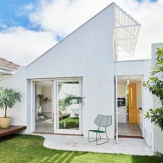 HOME · Role reversal! Explore the renovated Elsternwick home of renowned archi photographer @derek_swalwell and stylist…