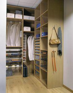 Гардеробные комнаты на заказ. Фото гардеробных комнат.