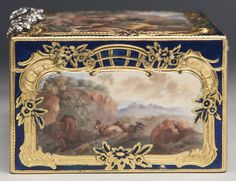 A GERMAN GOLD, ENAMEL AND DIAMOND SNUFF BOX, THE ENAMELS ATTRIBUTED TO ISAAK JACOB CLAUCE [CLAUSE], BERLIN, CIRCA 1750-60