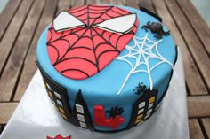 Pastel Fondant Spiderman. Sin leche, sin huevo. Blog Sweet Things.