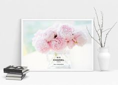 50% OFF Flowers in a Chanel vase. N5 perfume poster.  por Byoliart