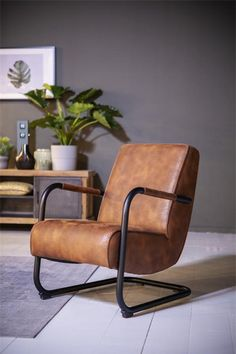 Small Leather Chairs, Brown Leather Chairs, Leather Lounge, Leather Sofa, Vintage Vitrine, Living Room Built Ins, Rustic Sofa, Accent Chairs For Living Room, Occasional Chairs