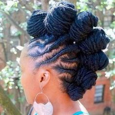 There are many dreadlocks benefits associated with natural here. As you will see dreadlocks benefits can improve both your hair condition and your mind. Black Hair Hairstyles, Bantu Knot Hairstyles, Dreadlock Hairstyles, African Hairstyles, Hairstyles 2018, Pretty Hairstyles, Mohawks, Afro Punk, Cornrows