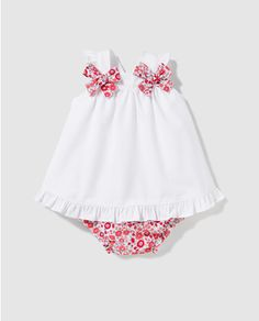 Best 12 A lot of baby Clothing models. Entre retales y puntillas: octubre Look at the pins below. Baby Girl Dress Patterns, Baby Clothes Patterns, Cute Baby Clothes, Baby Outfits, Little Girl Dresses, Doll Clothes, Kids Outfits, Girls Dresses, Skirt Patterns