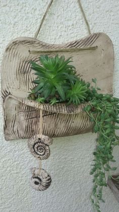 Succulent in hanging hand-built pottery Hand Built Pottery, Slab Pottery, Ceramic Pottery, Pottery Art, Ceramics Projects, Clay Projects, Clay Crafts, Ceramic Wall Art, Ceramic Clay