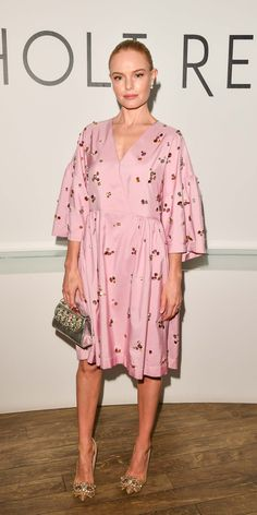 Kate Bosworth sparkled in a pink, gem-embellished Mulberry dress, a metallic Gedebe bag, and crystal-encrusted pumps. Pink Fashion, Party Fashion, Star Fashion, Celebrity Dresses, Celebrity Style, Kate Bosworth Style, Bridesmaid Dress Colors, Embellished Dress, Dress To Impress