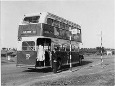 Bus Stop Design, Routemaster, Double Decker Bus, Ol Days, Old Pictures, Historical Photos, Portuguese, Vintage Photos, Madrid