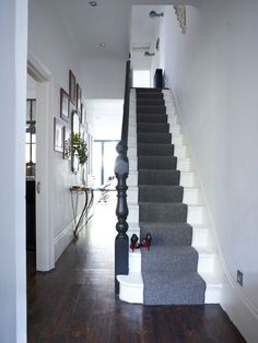 Grey and white hallway ideas simple is best in a narrow hallway white painted stairs make . grey and white hallway ideas Grey And White Hallway, White Stairs, Black White, Painted Staircases, Painted Stairs, Painted Floorboards, Painted Floors, Style At Home, Douche Design
