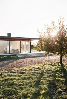 Gennemført skandinavisk minimalisme nord for London Nature Architecture, Residential Architecture, Interior Architecture, Interior And Exterior, Grove Farm, Inspiration Design, Facade House, English Countryside, Scandinavian Home