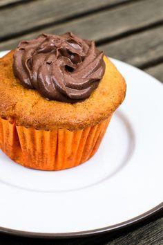 Vanille-Muffins mit Marilleneinlage und einem leckeren Abschluss aus Frischkäse und Kakao - Eine Fusion von Aromen, die sich hervorragend gut ergänzen