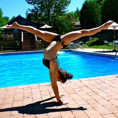 I have to learn how to do this split handstand <3 But first I need to learn how to do a reagular split. :)