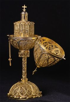 Faberge egg...with a church inside. Wow, what an Easter gift!