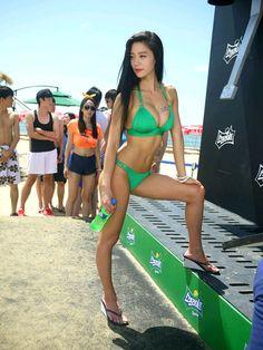 코카-콜라 브랜드 공식 블로그 :: [스프라이트 샤워 Sprite Shower] 부산 해운대에서 펼쳐진 화끈한 샤워! 해변의 스프라이트 샤워 with 클라라 현장대공개!