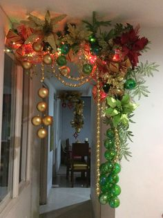 Outstanding Christmas info are readily available on our web pages. Check it out and you wont be sorry you did. Christmas Hearts, Christmas Swags, Christmas Store, Christmas Holidays, Christmas Doorway Decorations, Christmas Hallway, Holiday Decor, Ideas Decoracion Navidad, Christmas Inspiration