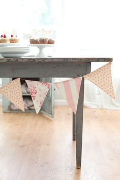Ohhhh....creative bunting AND nummy cakes!  Yipeee! :D