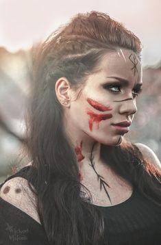 Maquillage Halloween, Halloween Makeup, Halloween Night, Viking Warrior Woman, Warrior Women, Viking Life, Viking Makeup, Warrior Makeup, Tribal Makeup