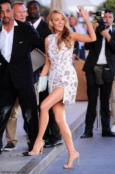 """Let`s all take a minute and hail the fabulous Stuart Weitzman """"Nudist"""" sandals which have won the hearts of female celebrities like Blake Lively, Diane Kruger, Blake Lively Feet, Blake Lively Dress, Eye Makeup Red Dress, Pumps, Flats, Shoes Heels, Lovely Dresses, Red Carpet Fashion, Couture Dresses"""