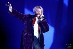 Netizen's measured the exact angle of BTS J-Hope's jawline Jung Hoseok, 90 Songs, Rapper, Cypher Pt 4, Wings Tour, Bts Wings, Kim Taehyung, Gwangju, Kpop