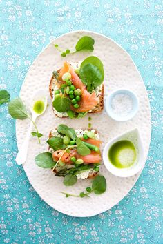 Tartine with spring vegetables, smoked salmon and basil oil ... I wanna have a tartine party, so faaaancy.