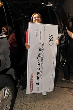 "Sandra Diaz-Twine Photos - Sandra Diaz-Twine, holding her $1M check and two-time winner of ""Survivor"", arrives to make an appearance on the ""Live with Regis and Kelly"" show. - Jimmy Kimmel on the ""Live with Regis and Kelly"" Show"