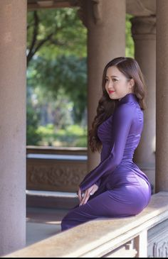 Ao Dai, Sexy Asian Girls, Sexy Hot Girls, Sexy Outfits, Burmese Girls, Myanmar Traditional Dress, Indian Beauty Saree, Beautiful Asian Women, Looks Style