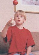 General picture of Macaulay Culkin - Photo 200 of 447 Blonde Kids, Cute Blonde Boys, Actor Picture, Actor Photo, Culkin Family, Macaulay Culkin Home Alone, Kieran Culkin, Matthew Lawrence, Red And Black Wallpaper
