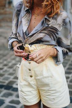 Short jaune et chemise imprimée vintage