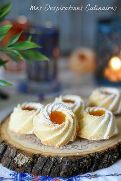 Biscuits fondants à la maïzena, confiture d'abricot Charlotte Dessert, Köstliche Desserts, Delicious Desserts, Dessert Recipes, Biscuits Fondants, Eid Cake, Cheesecake Cupcakes, Sweet Pastries, Cookie Recipes