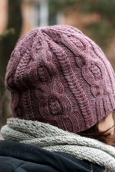 Pome is full of cables hat worked in the round from the bottom up. You may knit it as a beanie or as a slouchy hat, add a pom pom. Even though pattern contains directions for M size only, you can adjust the size of the finished hat using smaller/larger needles and finer/thicker yarn.