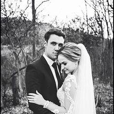 Efesiërs 5:31  Die twee sal wen word 📷 @caitlin_appelgryn  #mooitroues #savethedates #SouthAfricanwedding #saweddingphotographer #loveauthentic #weddingblog #justmarried #SouthAfricanwedding #weddingbliss #weddingphotgrapher #weddingdetails #herecomesthebride #verlief #verloof #trourok #troue South African Weddings, Here Comes The Bride, Just Married, Wedding Blog, Wedding Details, Engagement, Couple Photos, Couples, Words