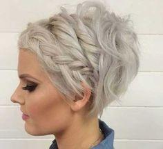 Kurze Frisur mit Zopf