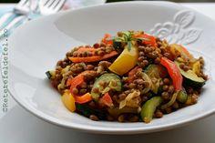 Legume cu linte la tigaie, un fel de salata calda, gustoasa si hranitoare,perfecta …