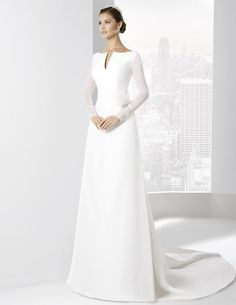 Vestidos de novia línea clásica con falda A en raso natural.