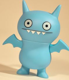 Ice-bat (Uglydoll action figure series 1) by ©Pretty Ugly / created and designed by Sun-Min Kim & David Horvath.