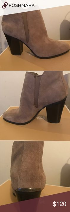 Michael Kors Heeled boots In suede perfect for cold weather and looks súper cute! Michael Kors Shoes Heeled Boots