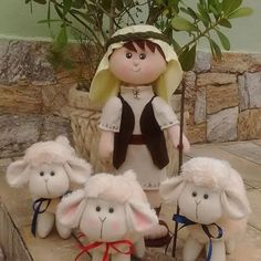 Olha que lindo meu novo pastor e suas ovelhinhas! Que Nesse natal possamos nos lembrar do verdadeiro motivo do natal, que é o nascimento de Jesus, o nosso bom pastor   Faça sua encomenda por quantidade ou por unidade e do tamanho preferível: (22)999041562  #decoracao #pastor #ovelhas #encomenda #feltro #bompastor #natal #cute #artesanato #arte #criancas #denise #verdadeirosentido #christmas #lindo #ligueja